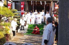 木曽根の弓ぶちが氷川神社で行われました